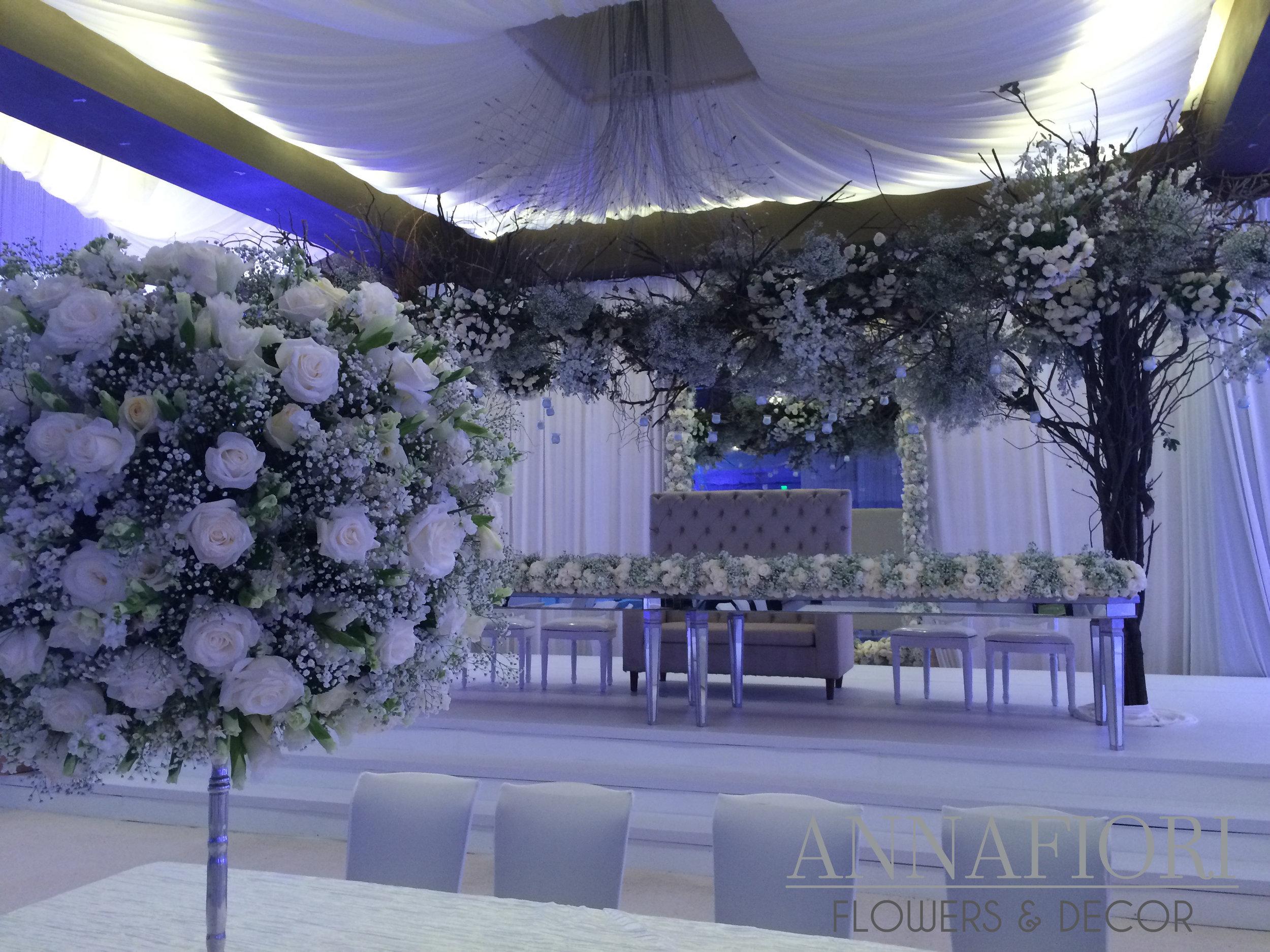 elegant wedding decoration.JPG