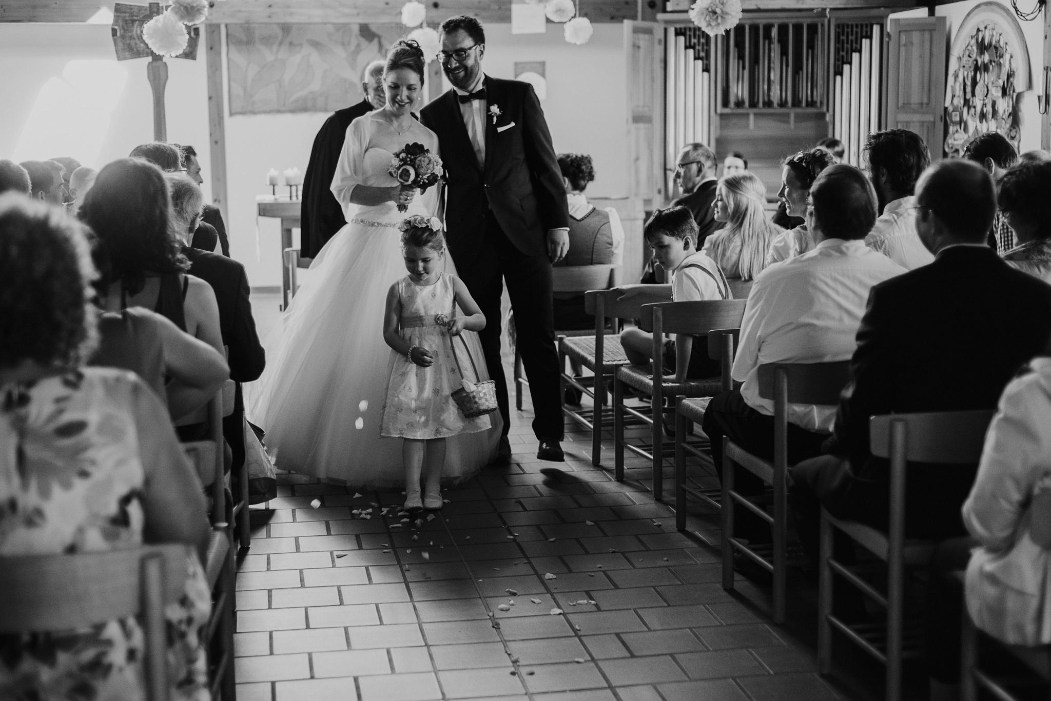 religious ceremony evangelische hochzeit wedding bayern bavaria germany kunstmühle rosenheim photography