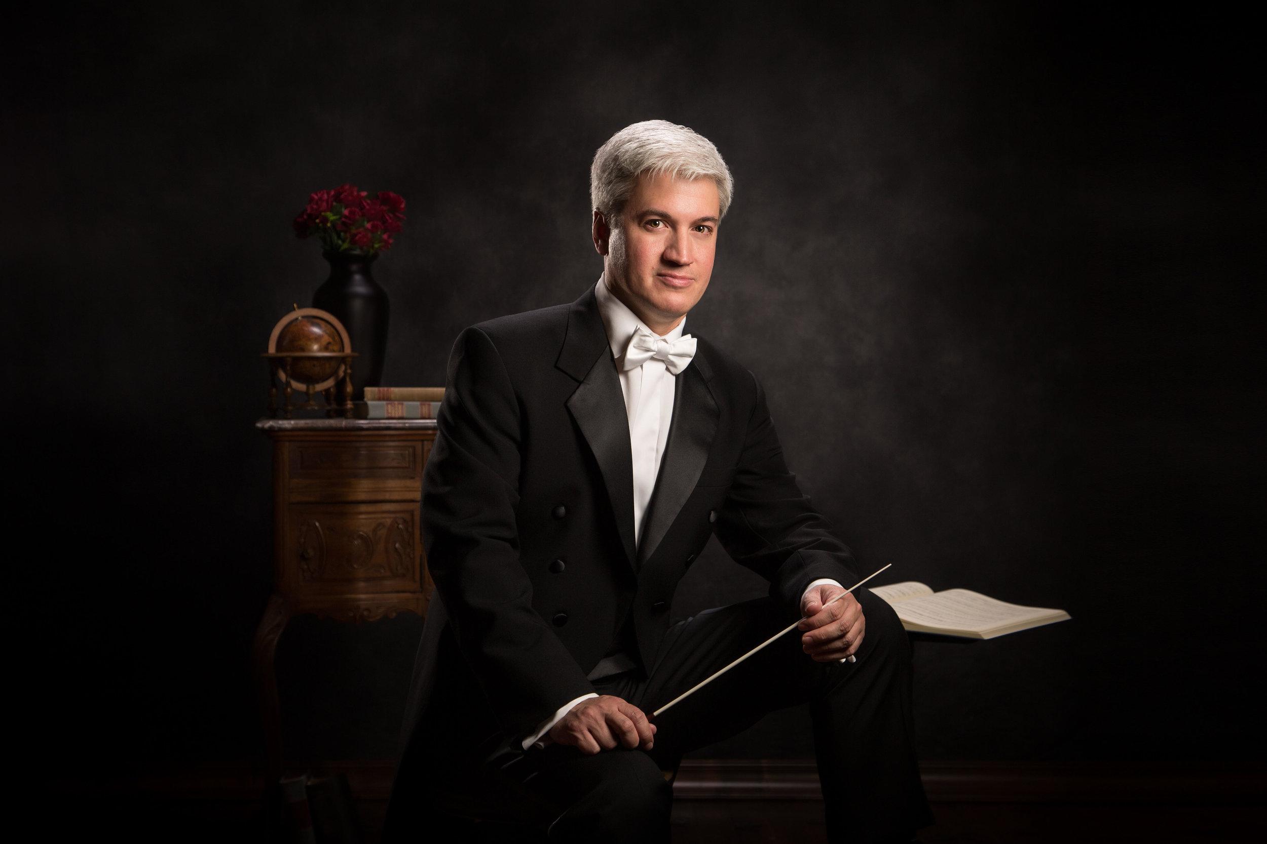 Eric Garcia, conductor