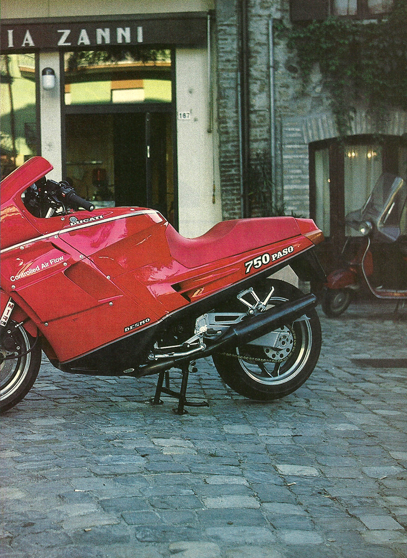 1986 Cagiva-Ducati 750 Paso road test 04.jpg
