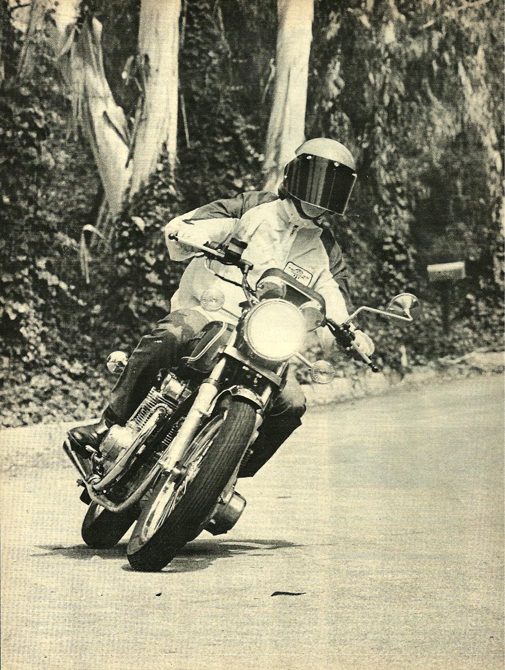 1977 Suzuki GS550 road test 01.jpg