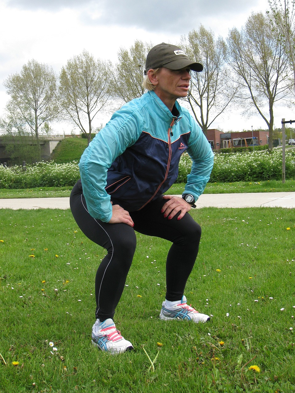 Fitness-Outdoor-Squat-685417.jpg