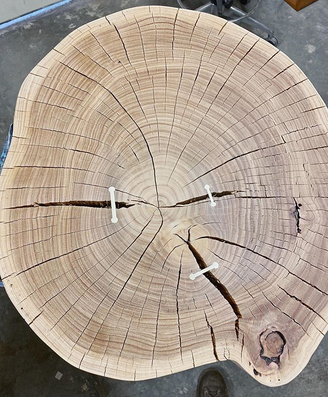 It's been too long. I have been missing the hand work involved with stumps and wood prints. Time seems like such a luxury these days. Here is a snippet of the process of mending the cracks in this stump -heading out to a very good friend's new home. #stump #woodwork #eucalyptus #woodshop #solidwood #woodcraft #craftsmanship #interiors #interiordesign #furniture #furnituredesign