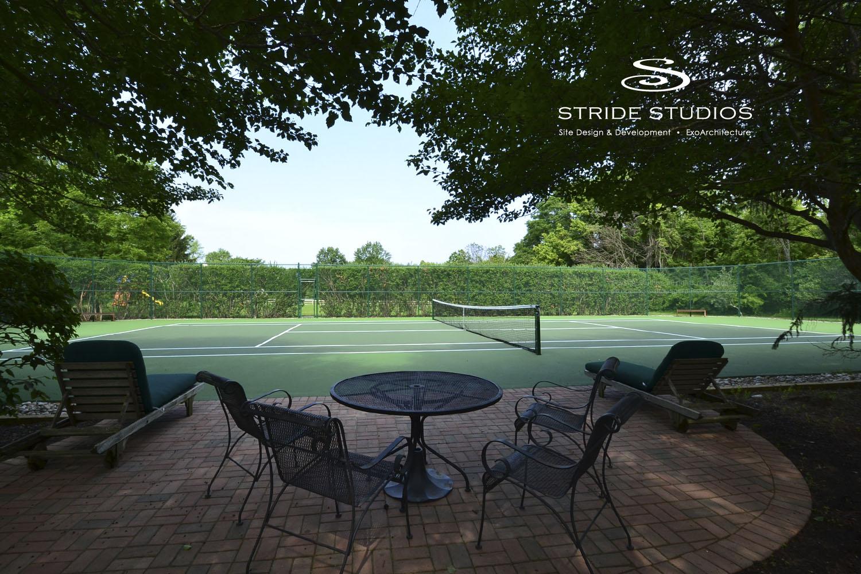17-stride-studios-residential-tennis-court-patio-privacy.jpg