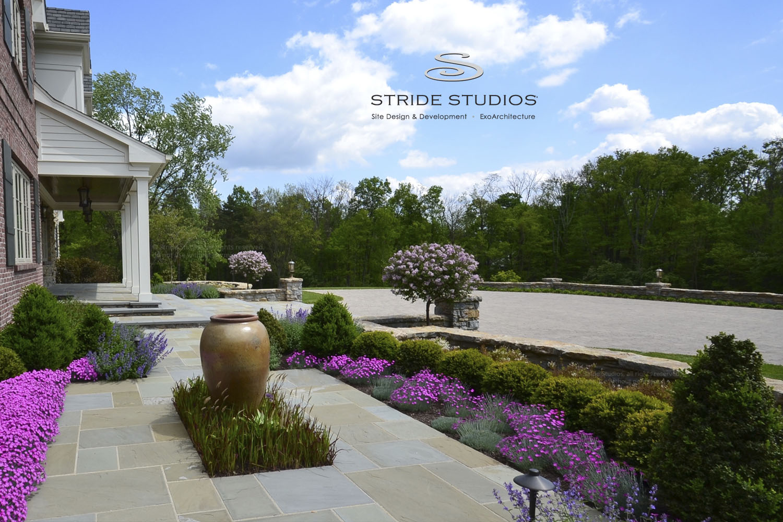 34-stride-studios-arrival-car-court-brick-focal-point.jpg