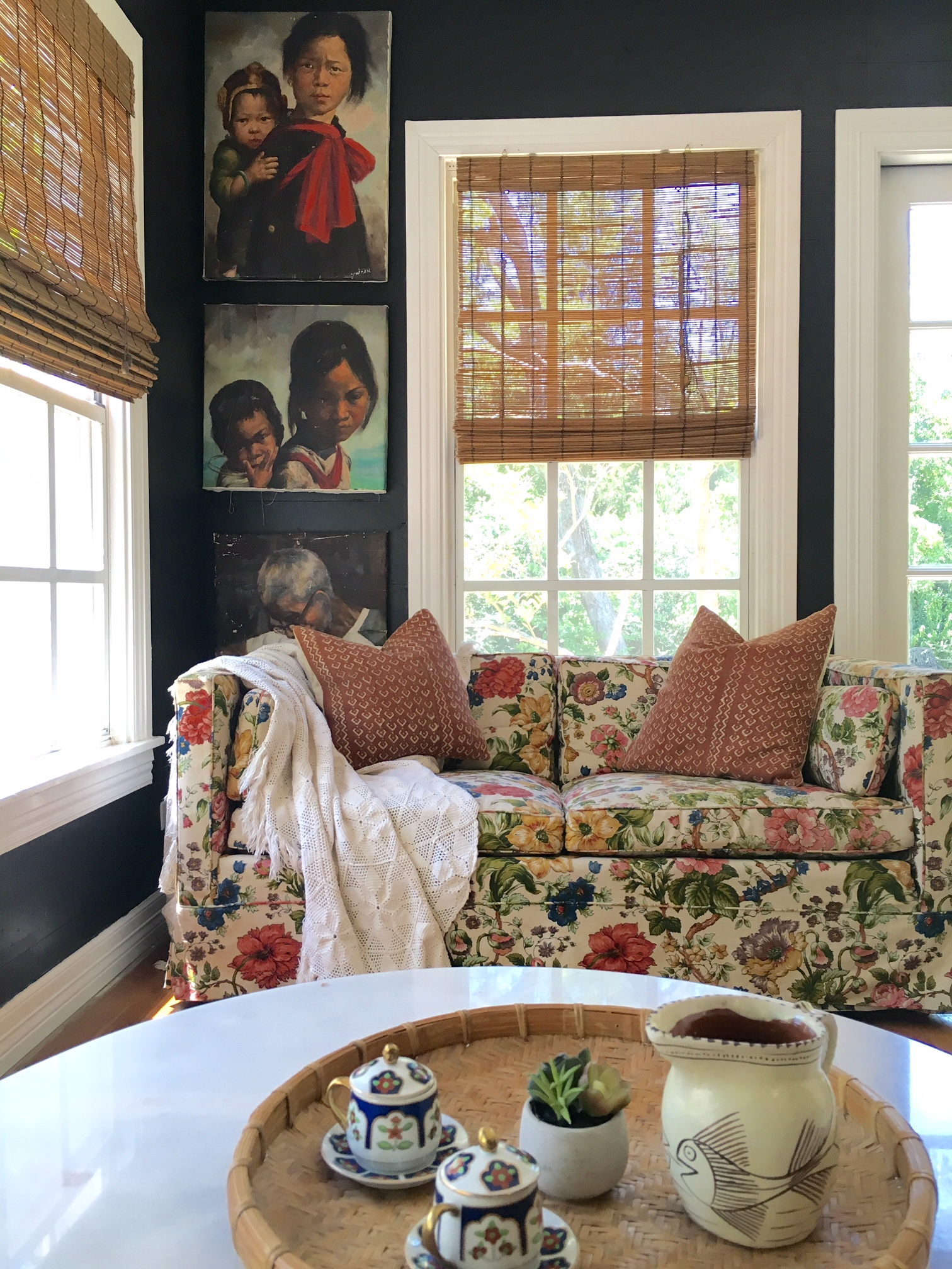 Want to find a $50 flowertastic couch and $9 set of vintage paintings? Then read on my friends.
