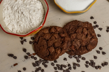 Simply Delicious' homemade cookies will save YOU time + win over your meal-mates!