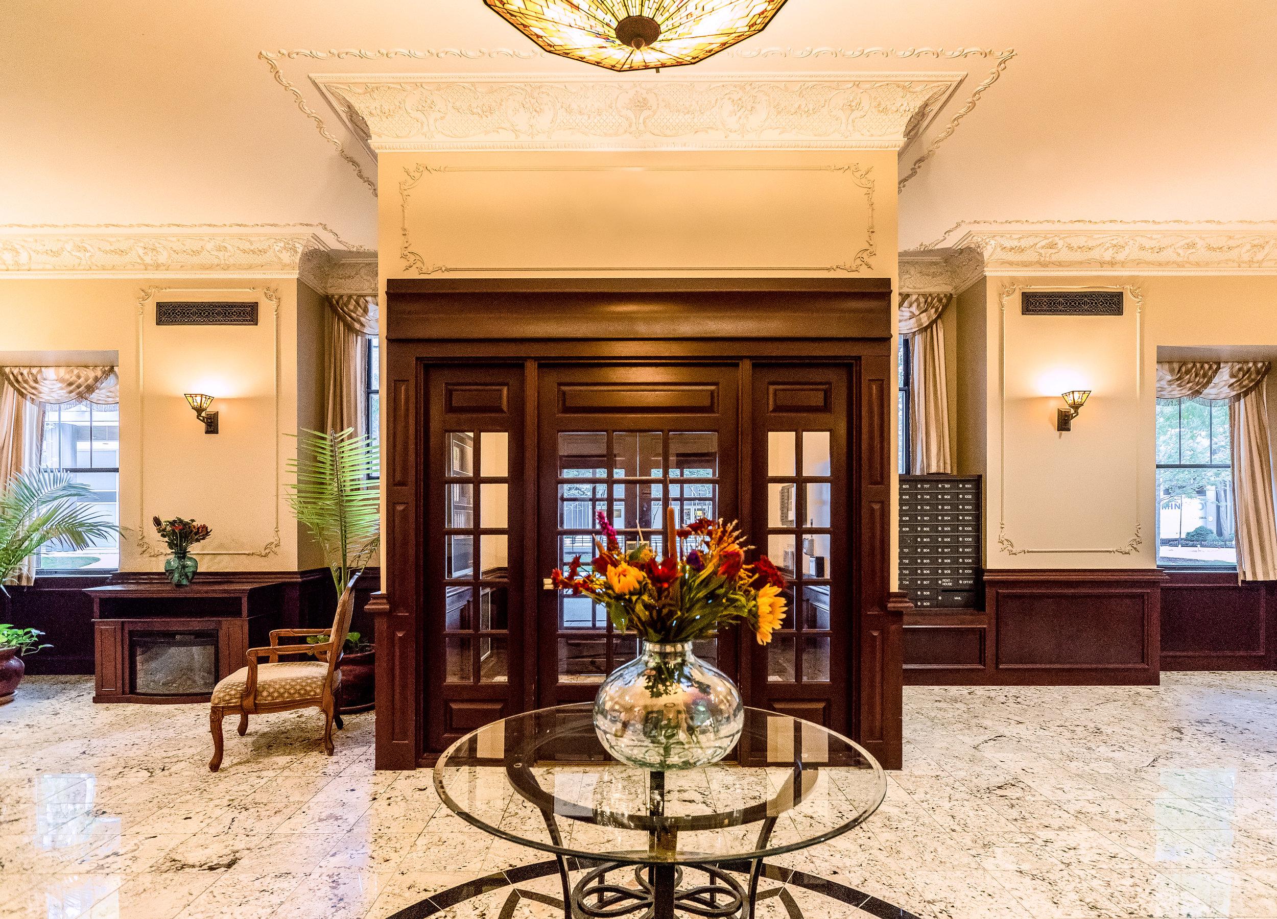 Dewitt-Hotel-Lobby