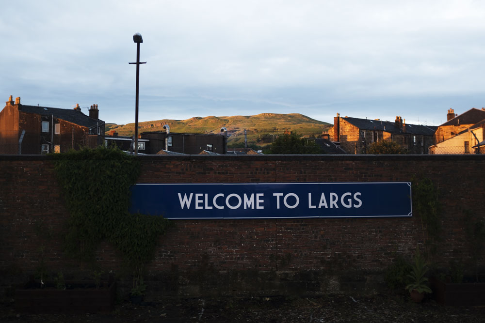 Welcoming sign at the Largs railway station. In the background you can see the hills where we had our little day hike.