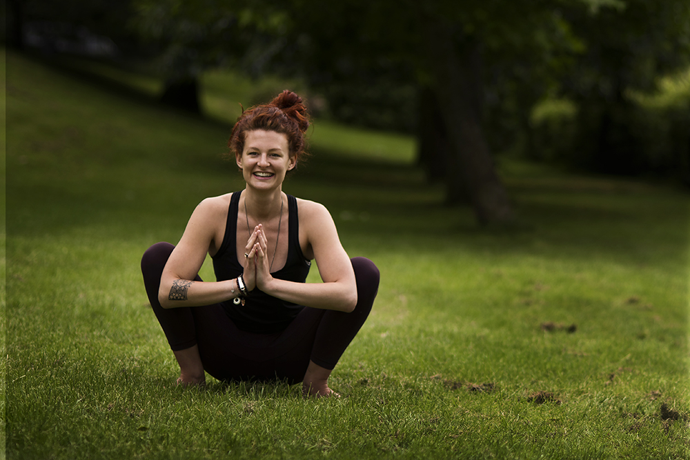 Camping yoga manual - Free PDF with 4 simple poses!