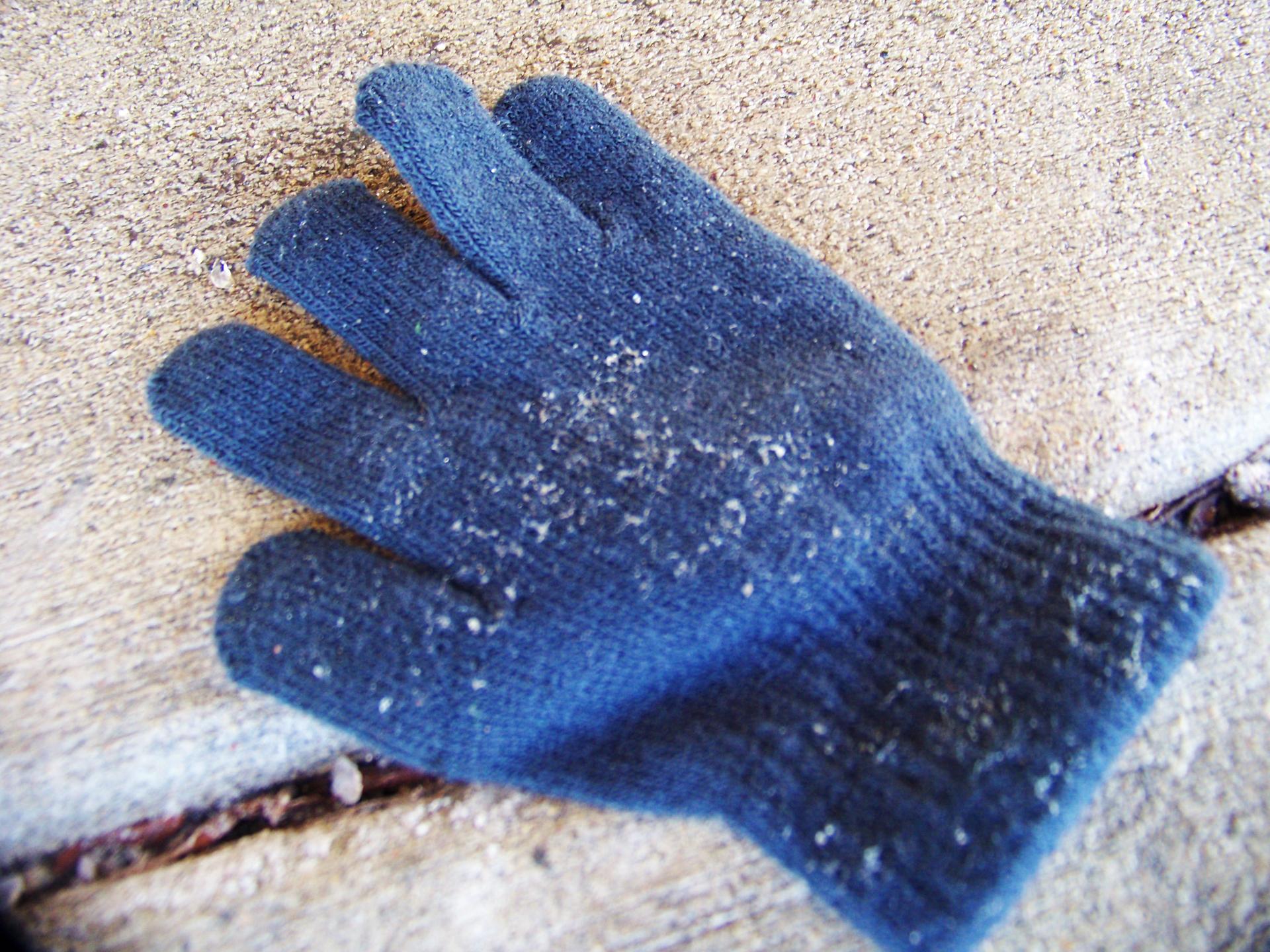 Glove crack.jpg
