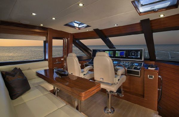 65' REGENCY PILOTHOUSE21.jpg