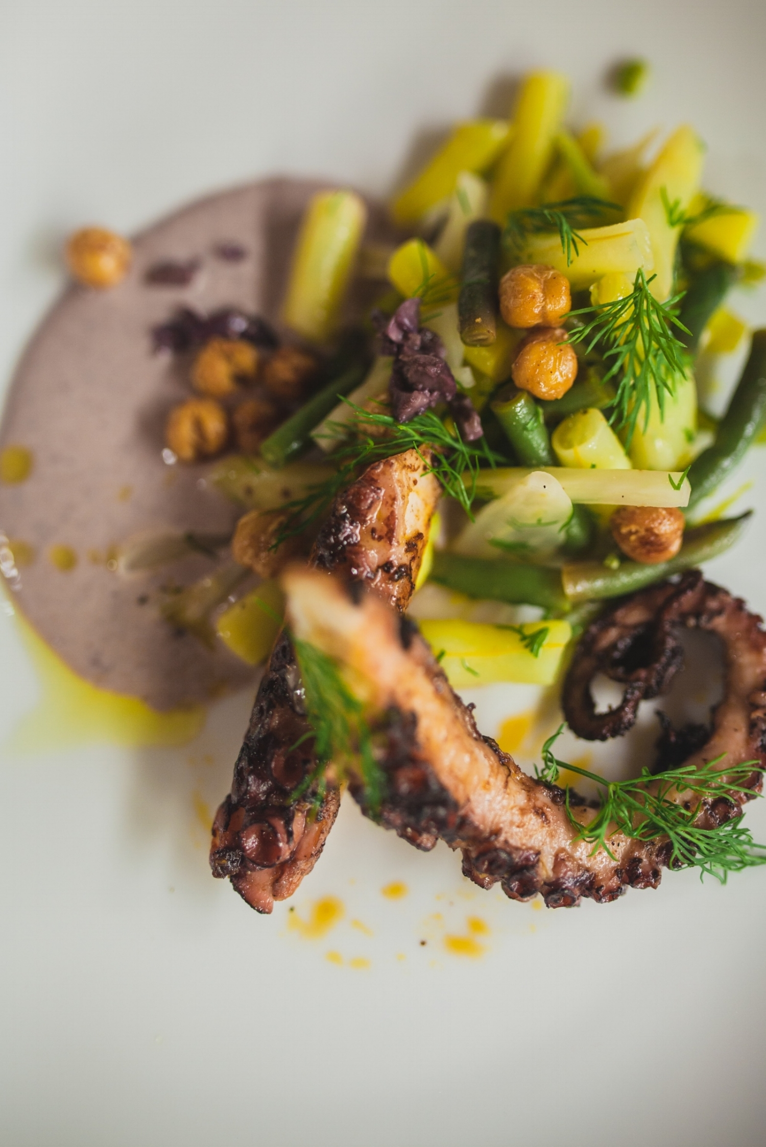 pulpo w/botija olive aioli wax beans and fried chickpeas photo by Oriana Koren