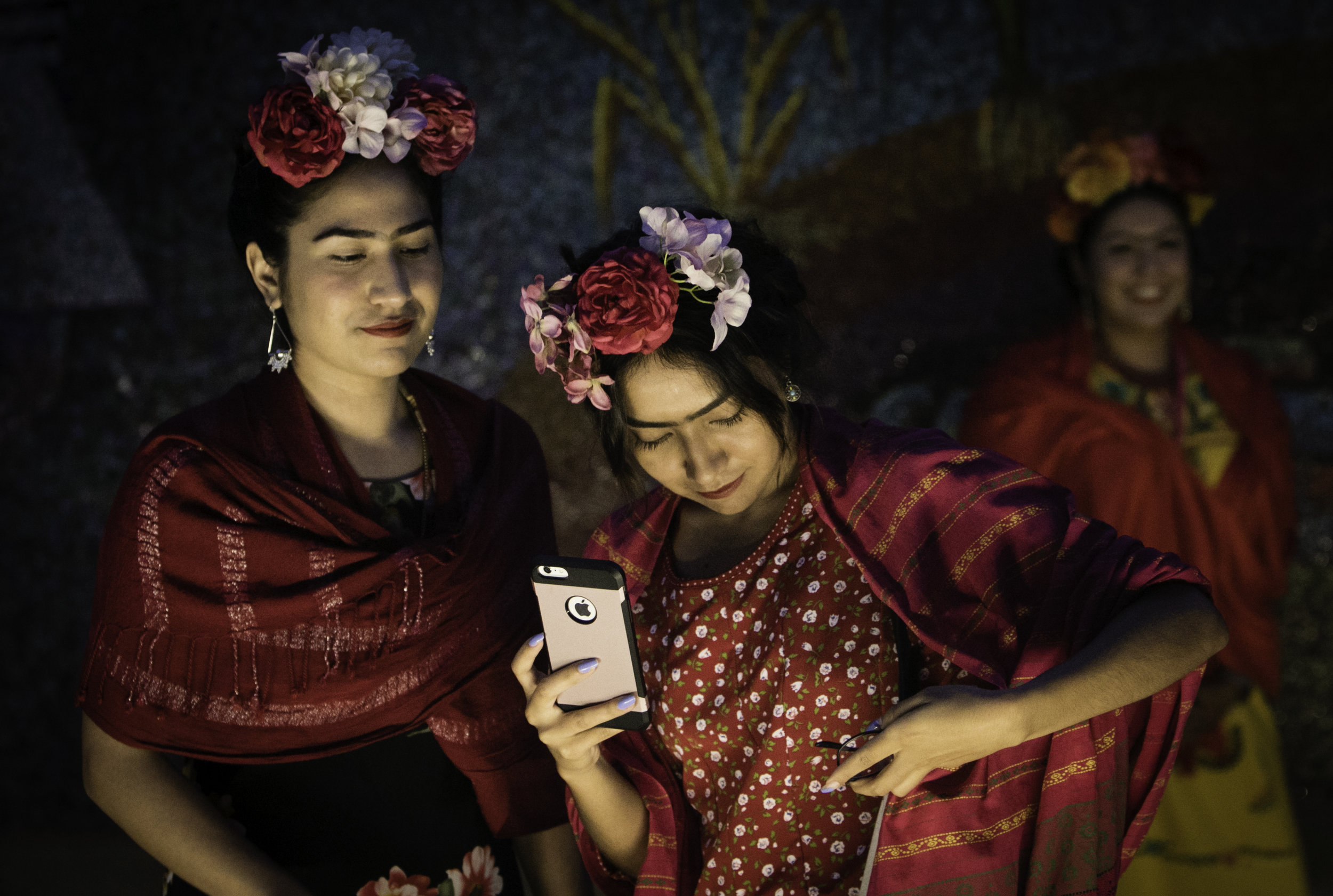Sisters Grecia and Ilse Rangel find light to take photographs after the attempt to break the Guinness World Record for the largest gathering of people dressed as Frida Kahlo in one location at the Dallas Museum of the Art in Dallas on July 6, 2017. (Tailyr Irvine/The Dallas Morning News)