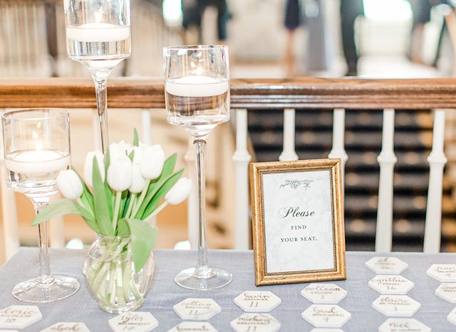 When you have the most artistic brides that find the time to do their own [ b e a u t i f u l ] calligraphy on their tile escort cards!🙌🏻 📷: @emilysacra  #riceupyourlife #thepriceisrice