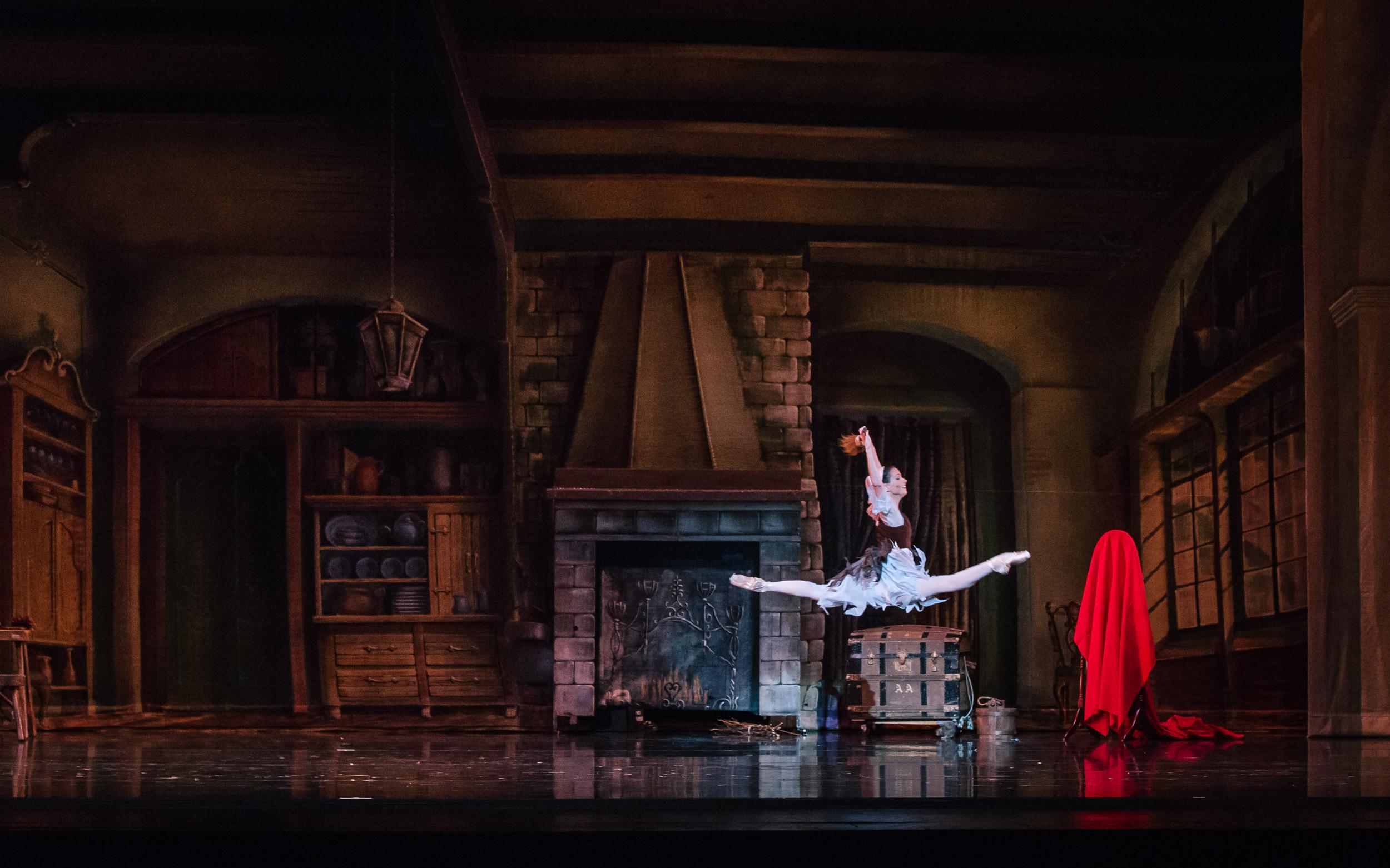 Cinderella-2019CBC-SamZauscher-0109.jpg