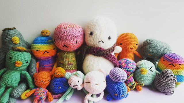 BABY TOFU HAS NEW FRIENDS!!! #littleinkstain #animangapop #yarn #queen #crochet #knitting #cutest #love