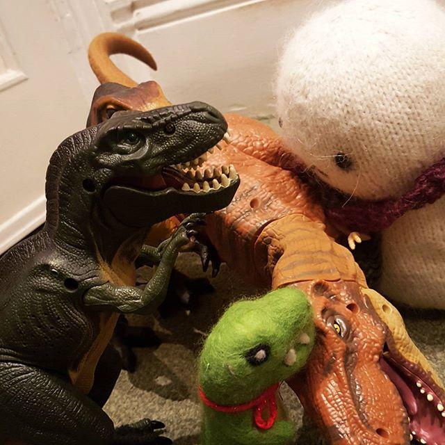 Baby Tofu is helping the sick dinosaur. #dinosaur #happy #jurassicworld #cute #teddy