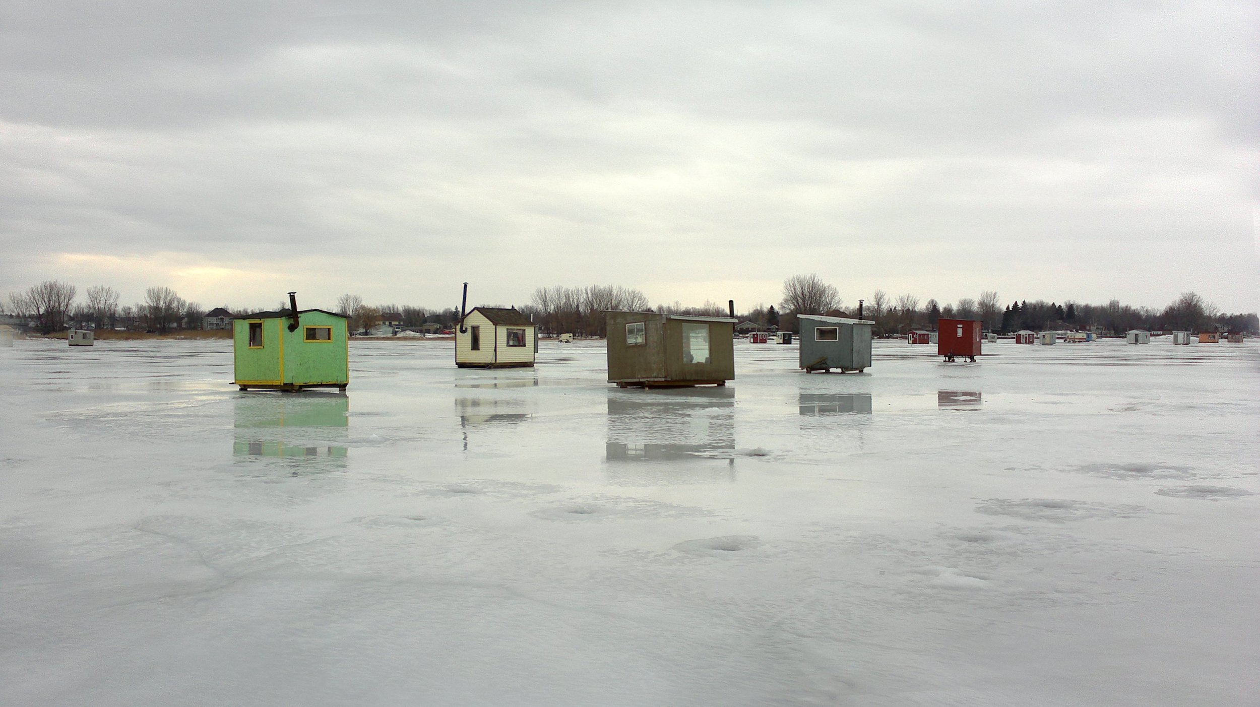 ice-fishing-huts-1011670.jpg