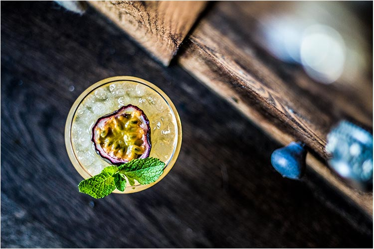 Nyt klassiske og moderne drinker i cocktailbaren.