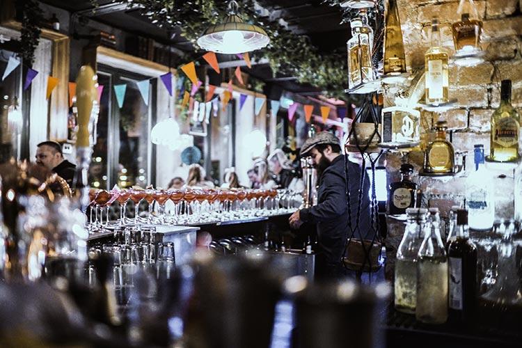 Feire bursdagen på Nedre Løkka og server gjestene en egenkomponert velkomstdrink.