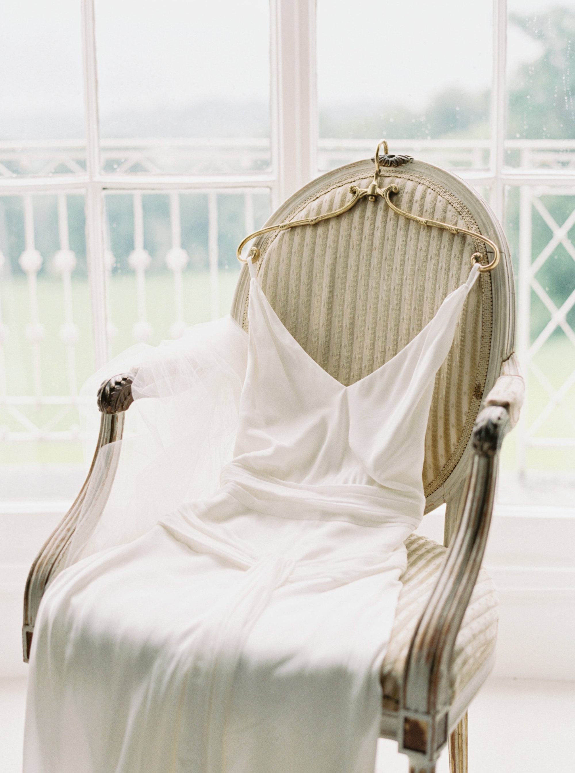 Luxury Wedding Planner UK | Jennifer & Timothy's English Country Manor Wedding | Soft Pink Pale Blue White and Silver Toned Green Neutral Tones American Bride North Cadbury Court | Nicole Colwell Photography 0437.jpg