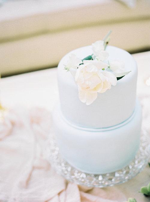 Luxury+Wedding+Planner+-+Experts+Guide+-+Wedding+Cakes+-Image+1+-+Pastle+Blue+White+Flowers+Romantic+Wedding.jpg