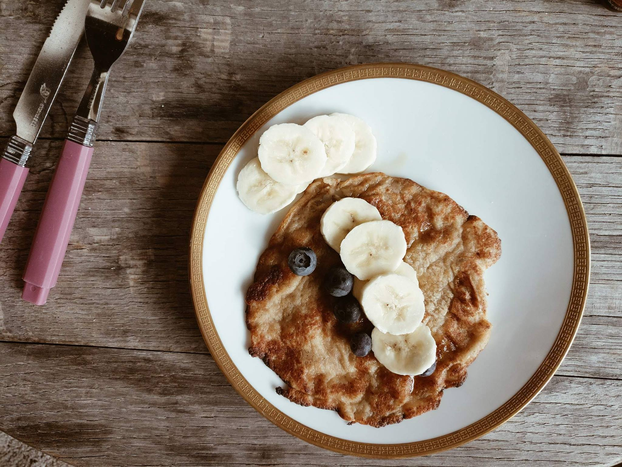 Havermout-banaanpannenkoeken zijn heerlijk als stevig ontbijt om de dag in te zetten!