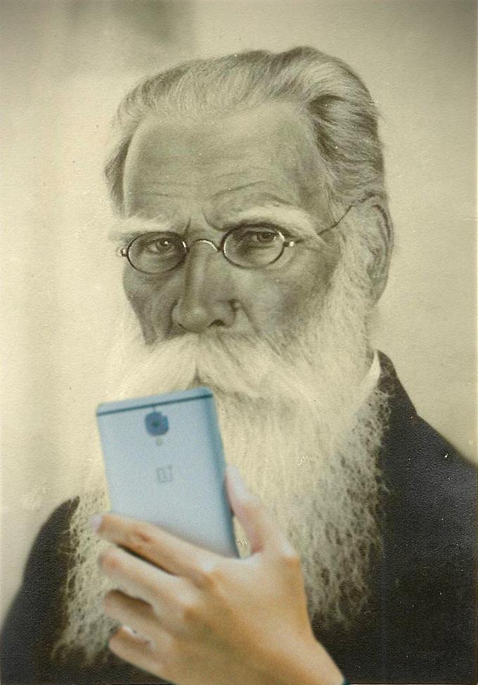 Krisjanis-Barons-ar-telefonu.jpg