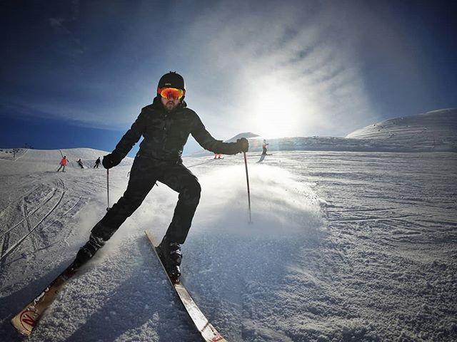 Lai uzņemtu labu bildi, piebraucu drusku pa tuvu @andris_stivrins. #yolo #livigno #vakar #skiing