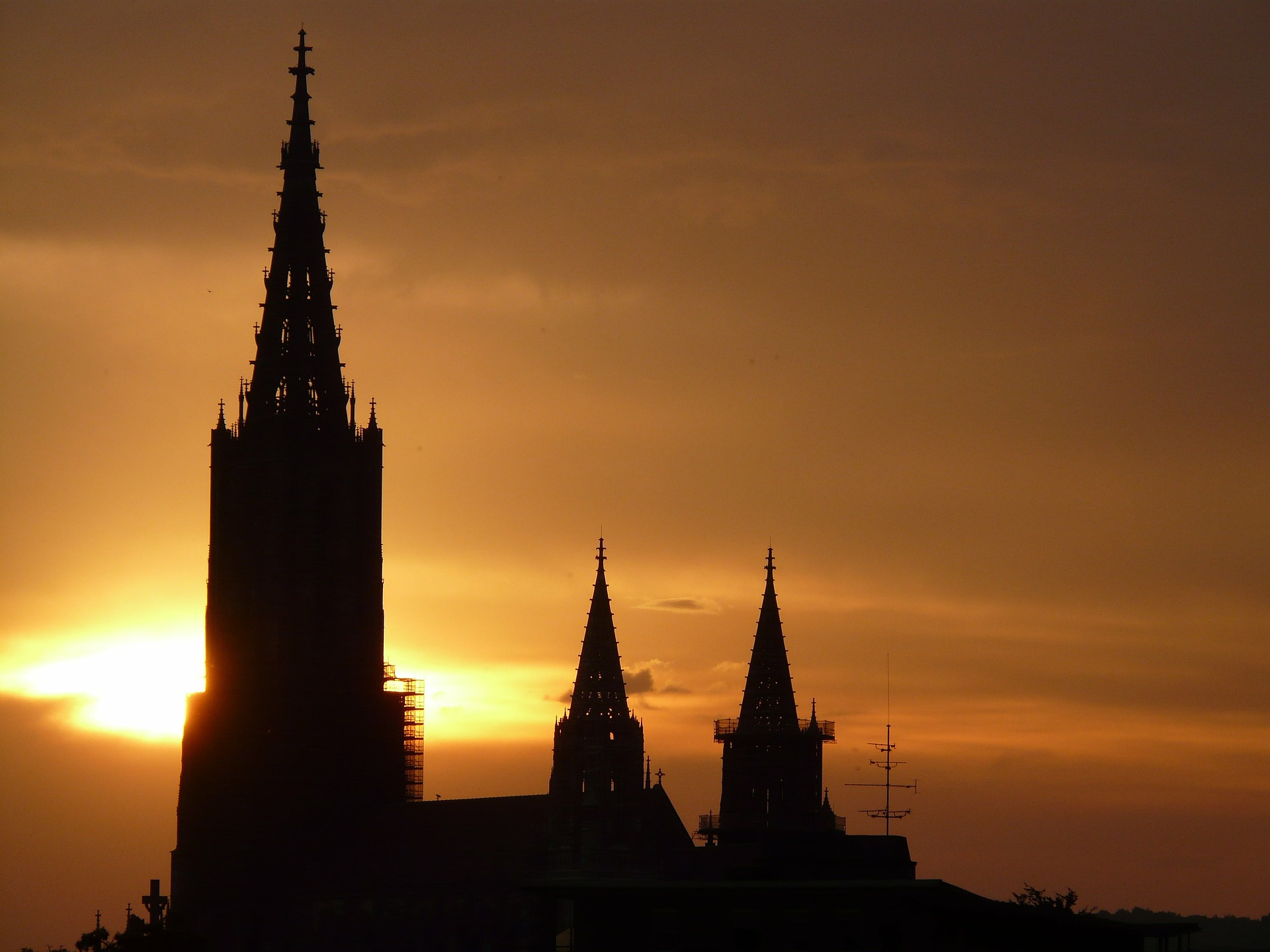 ulm-cathedral-8456_1920.jpg