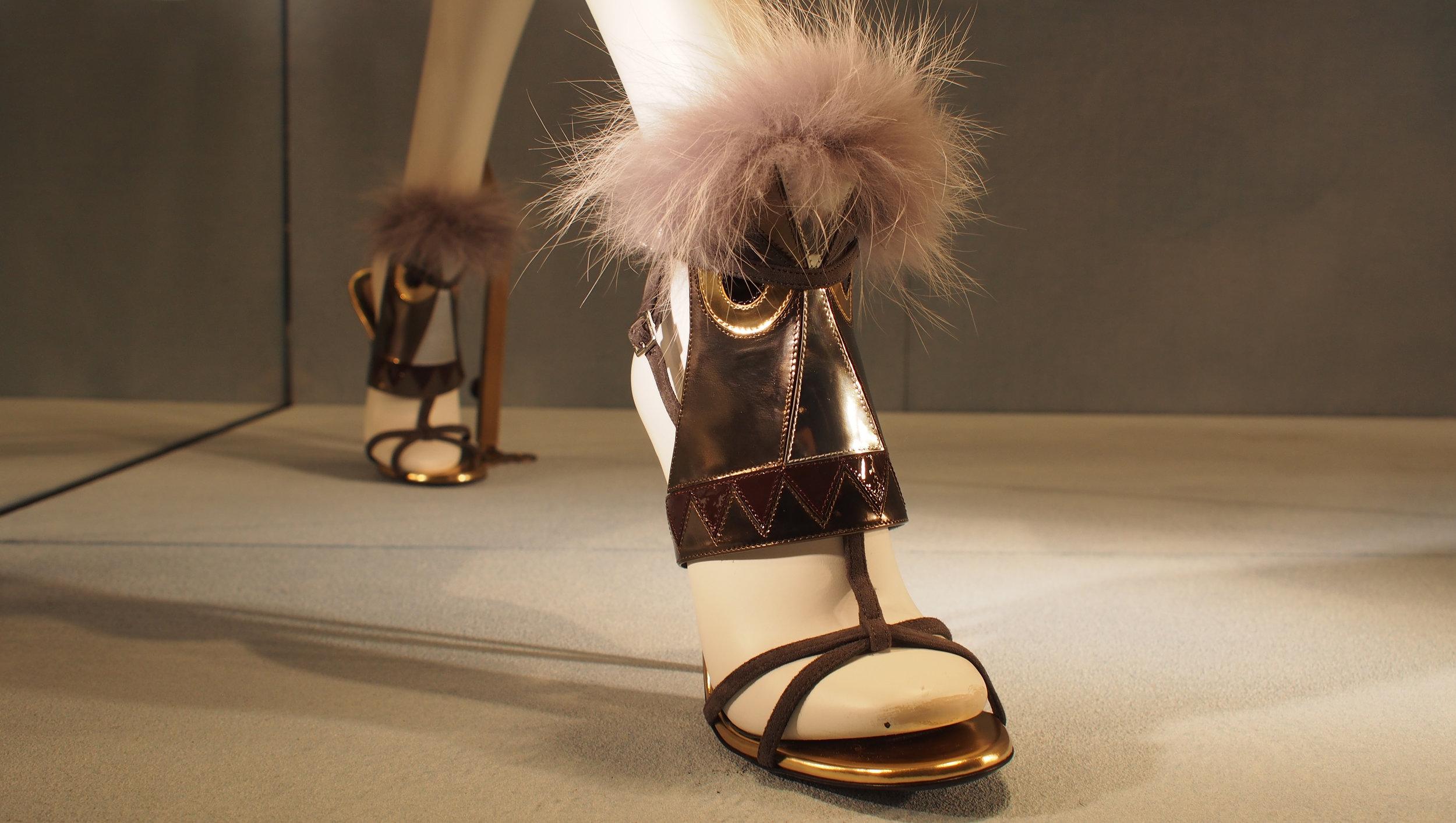 Persoonalliset sandaalit Fendi 1150 €