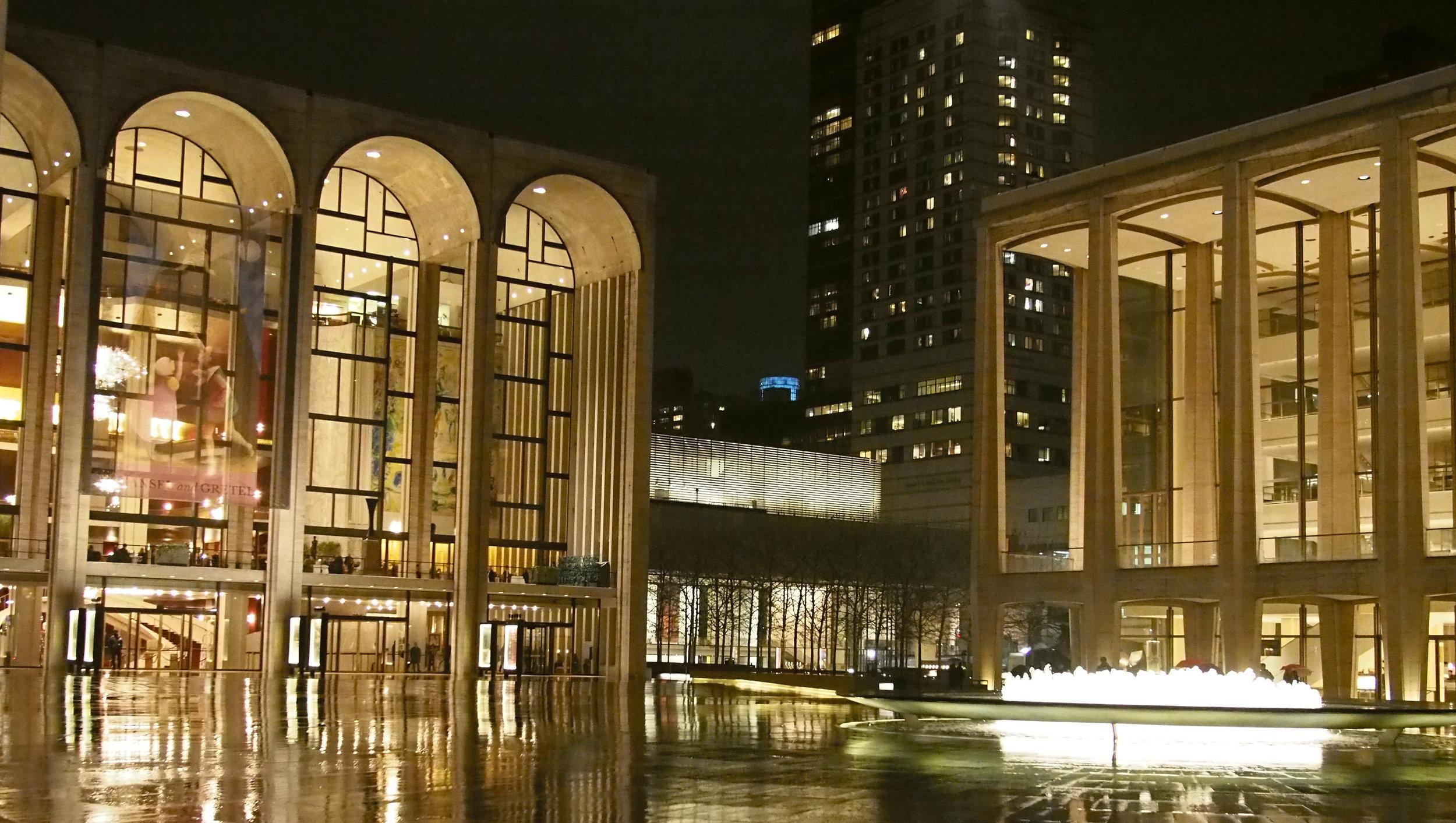 The Metropolitan Ooppera Lincoln Centerissä illan näytöksenä Puccinin La Boheme