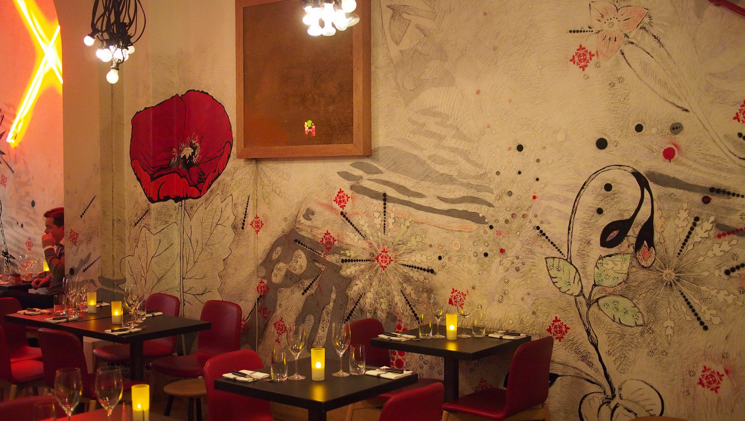 taidetta ravintola Pisaccon seinillä