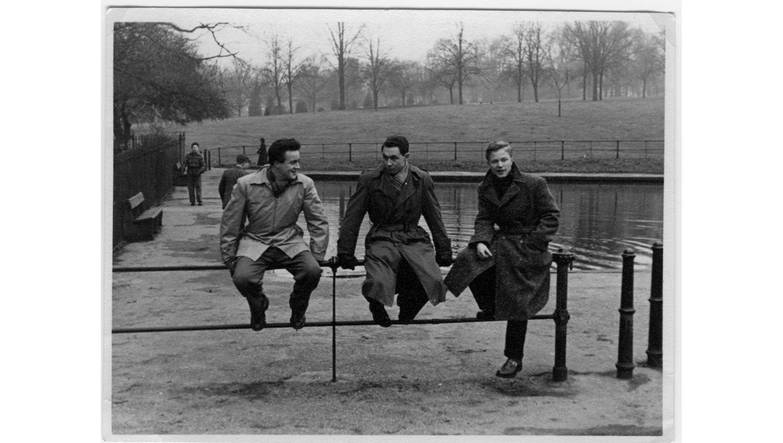 Pertti (vas.) opiskeli jalkinealaa veljensä Juhanin kanssa Northamptonissa Englannissa. Myöhemmin myös Saksassa.