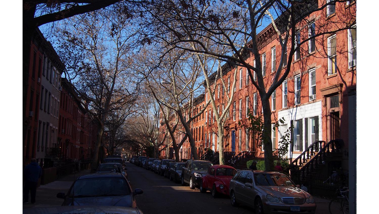 aurinkoinen asuinkatu Brooklynissa