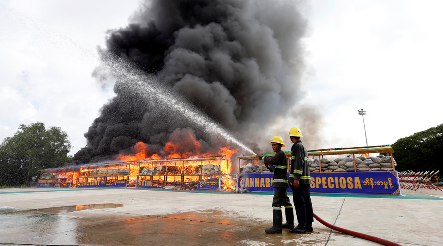 Firefighters prepare to extinguish fire after burning seized drugs outside Yangon, Myanmar © Soe Zeya Tun / Reuters