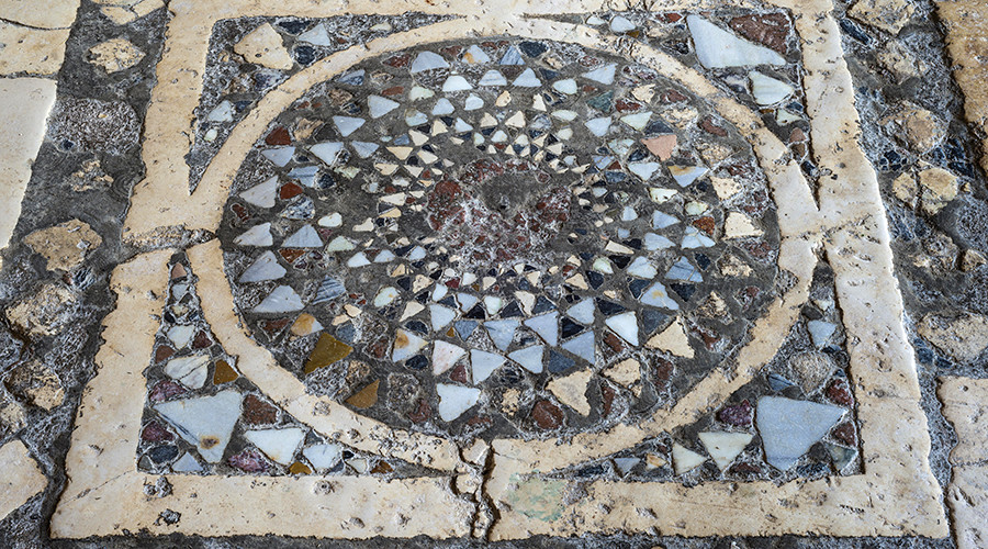 The church's ancient floor mosaic © hwo / Global Look Press