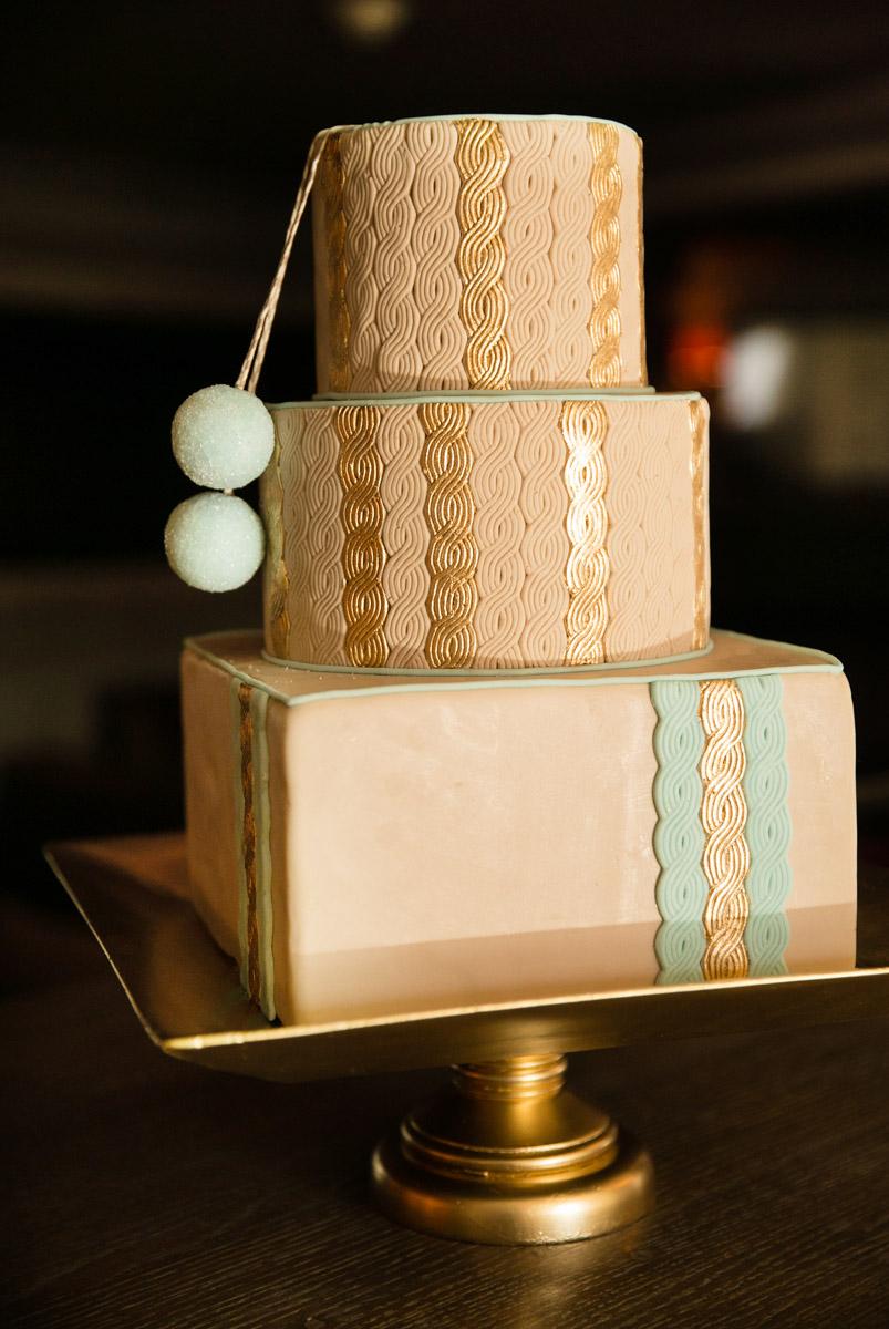 Amazing sweater cake by Erica O'Brien Cake Design, one of Martha Stewarts favorite cake designers!