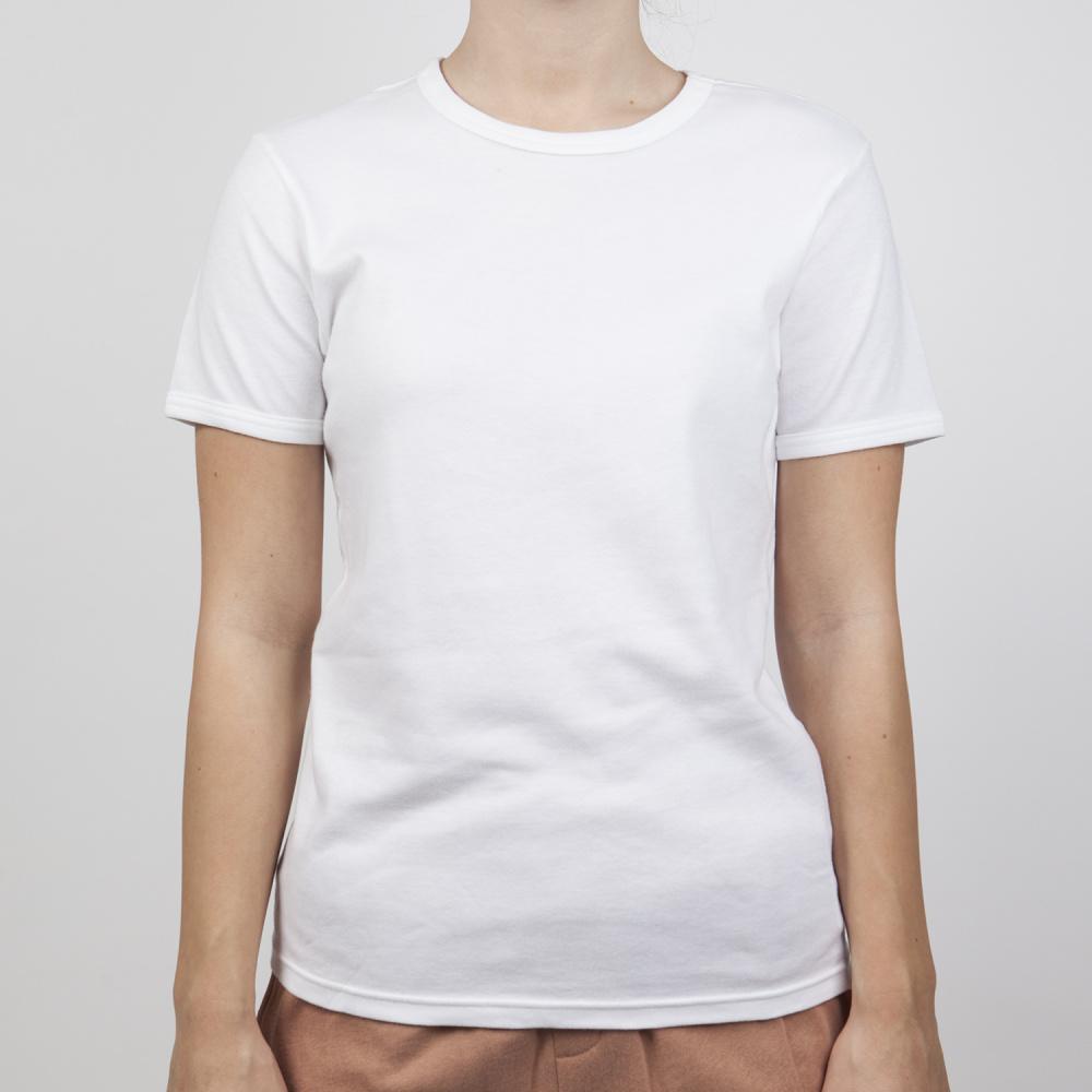 Klassikeren er treffsikker som vanlig - en god hvit t-skjorte hører hjemme i alle garderober!