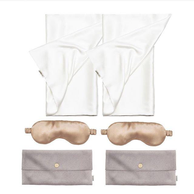 Happily ever after 👰🤵 . Tenk om man kunne gi brudeparet evig lykke✨ . Kanskje skjønnhetssøvn er en god nr. 2 💆♀️💆♂️ . . #underbartunder #bydariiaday #silke #silkeputetrekk #sovemaske #bryllupsgave