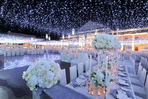 Snow also inspires beautiful lighting and colors for your wedding theme.