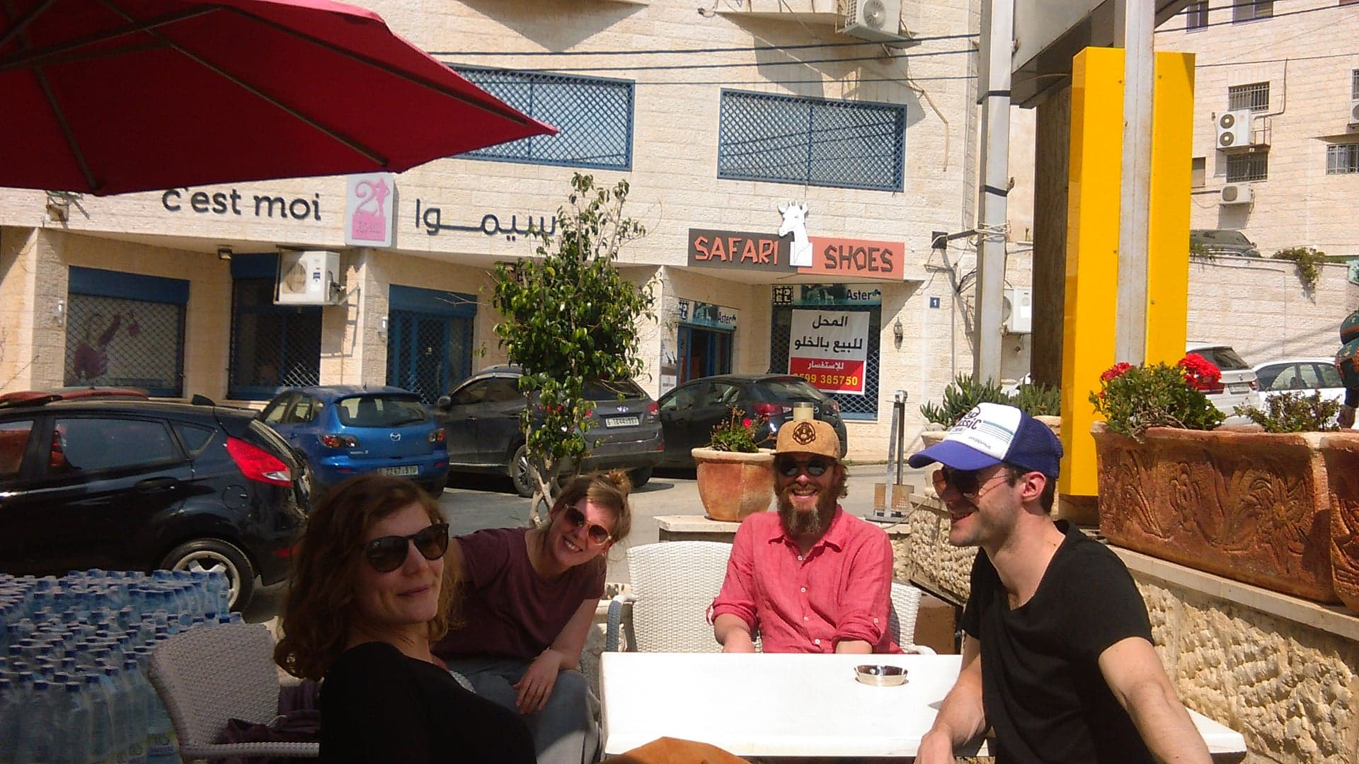 Elite cafe near ashtar theatre - actors of Two lady bugs.jpg