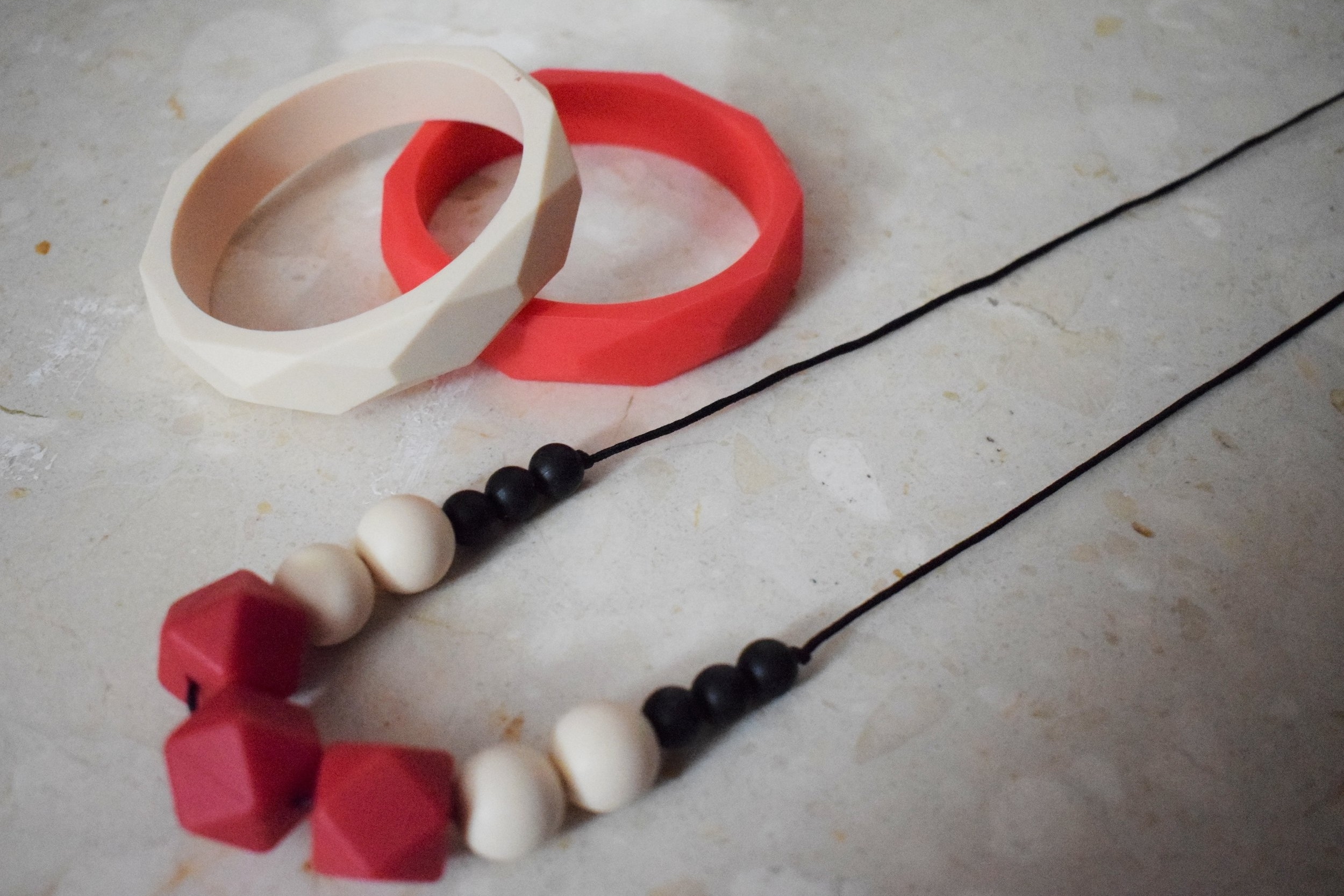 silicon teething jewellery © mebecomingmum