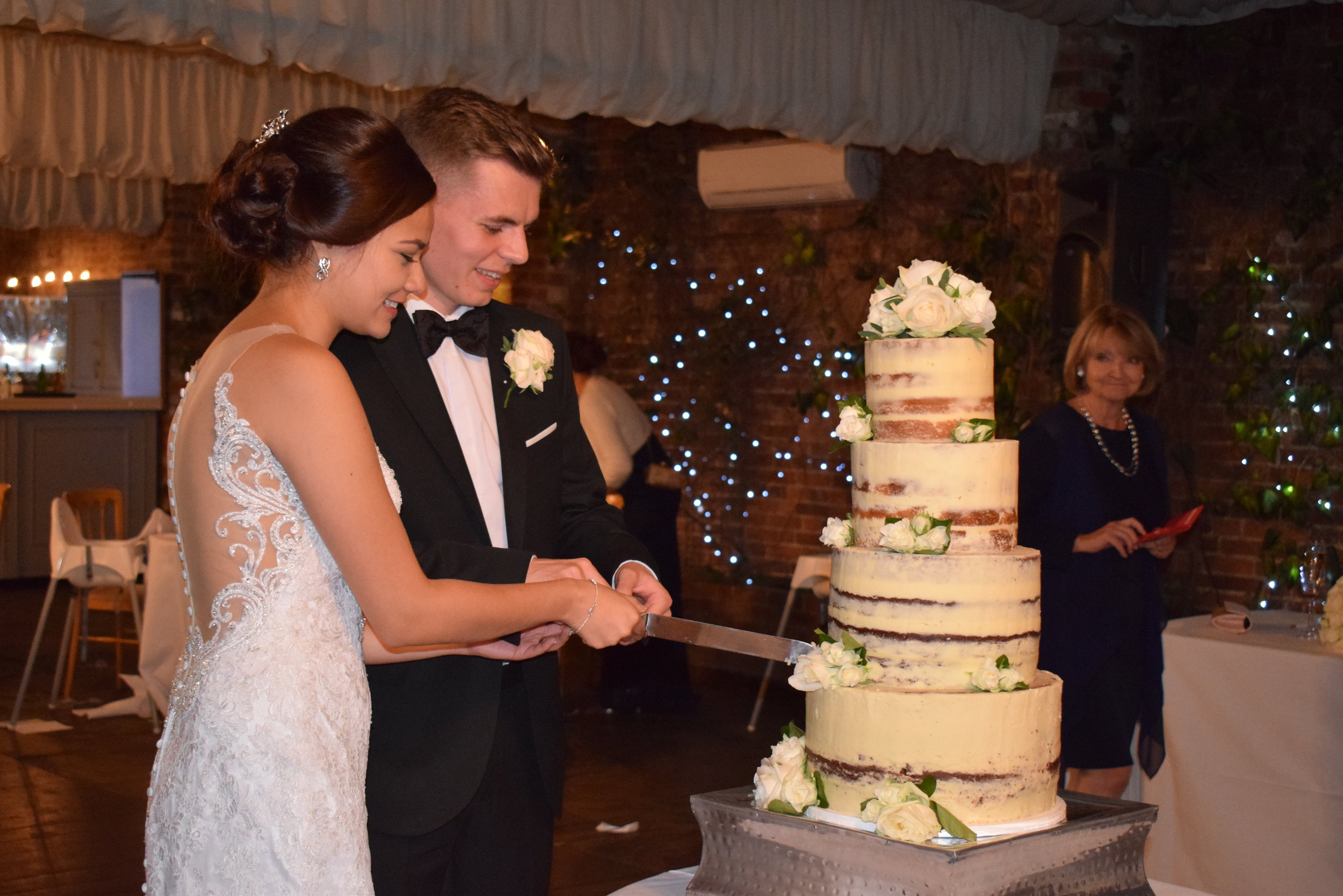 Wedding photo ideas: the bride and groom cutting the wedding cake