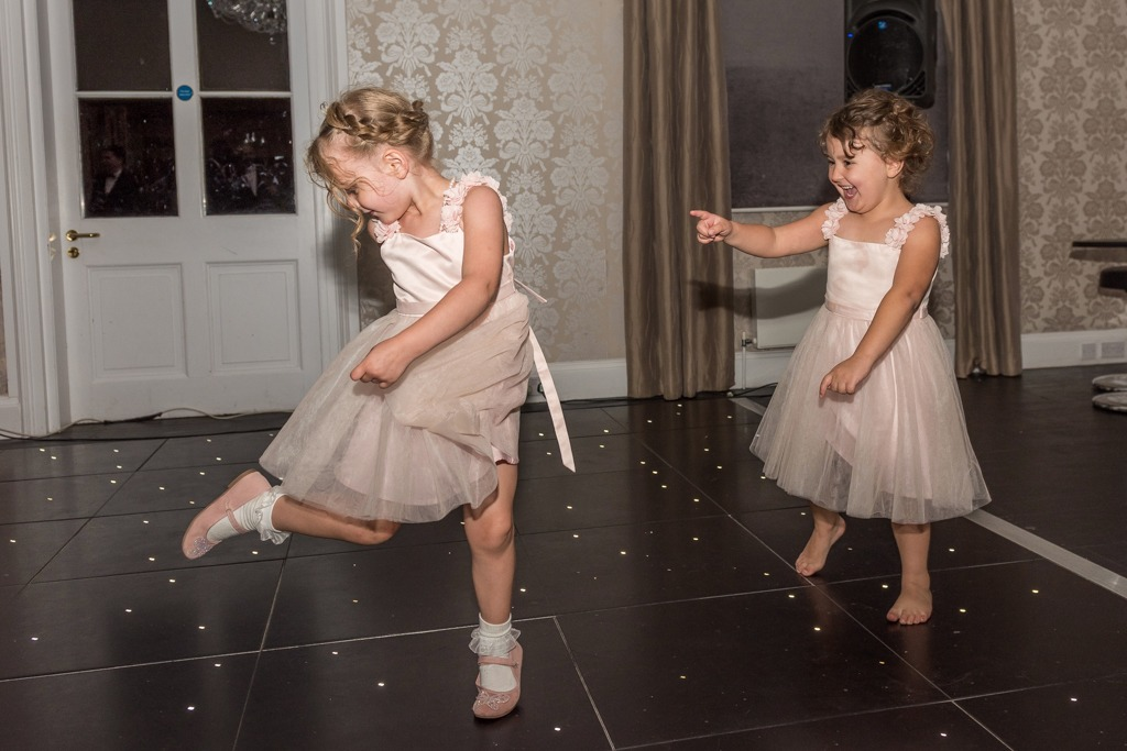 Wedding photo ideas: children on the dance floor