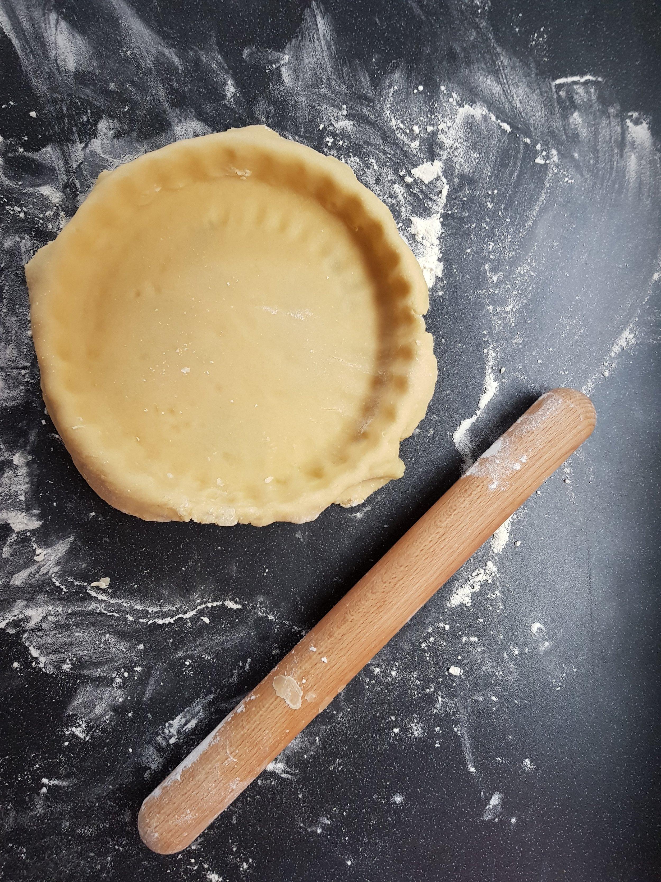 Making white chocolate tart pastry