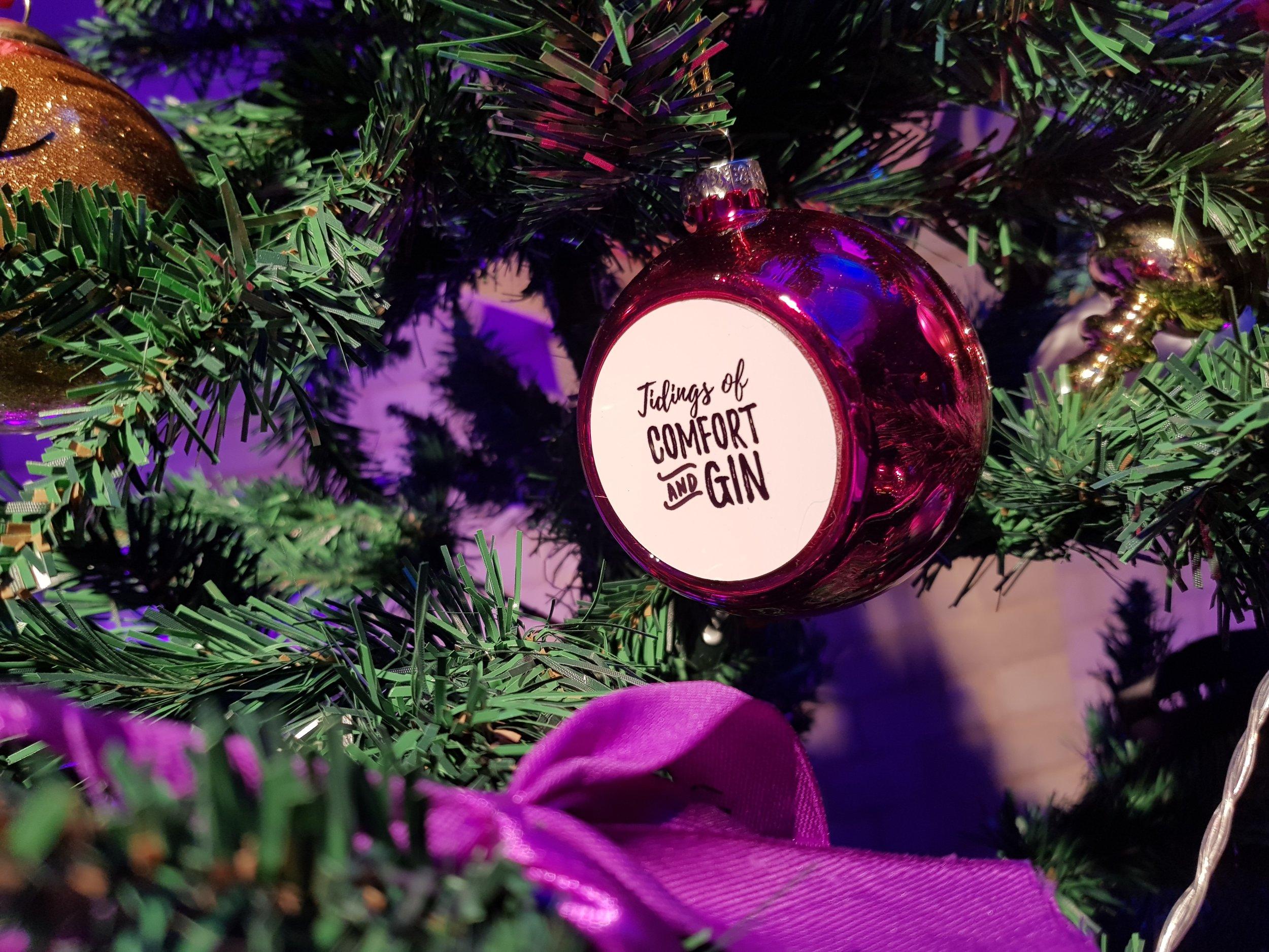 Prezzybox Jingle Mingle Tidings of Comfort and Gin bauble