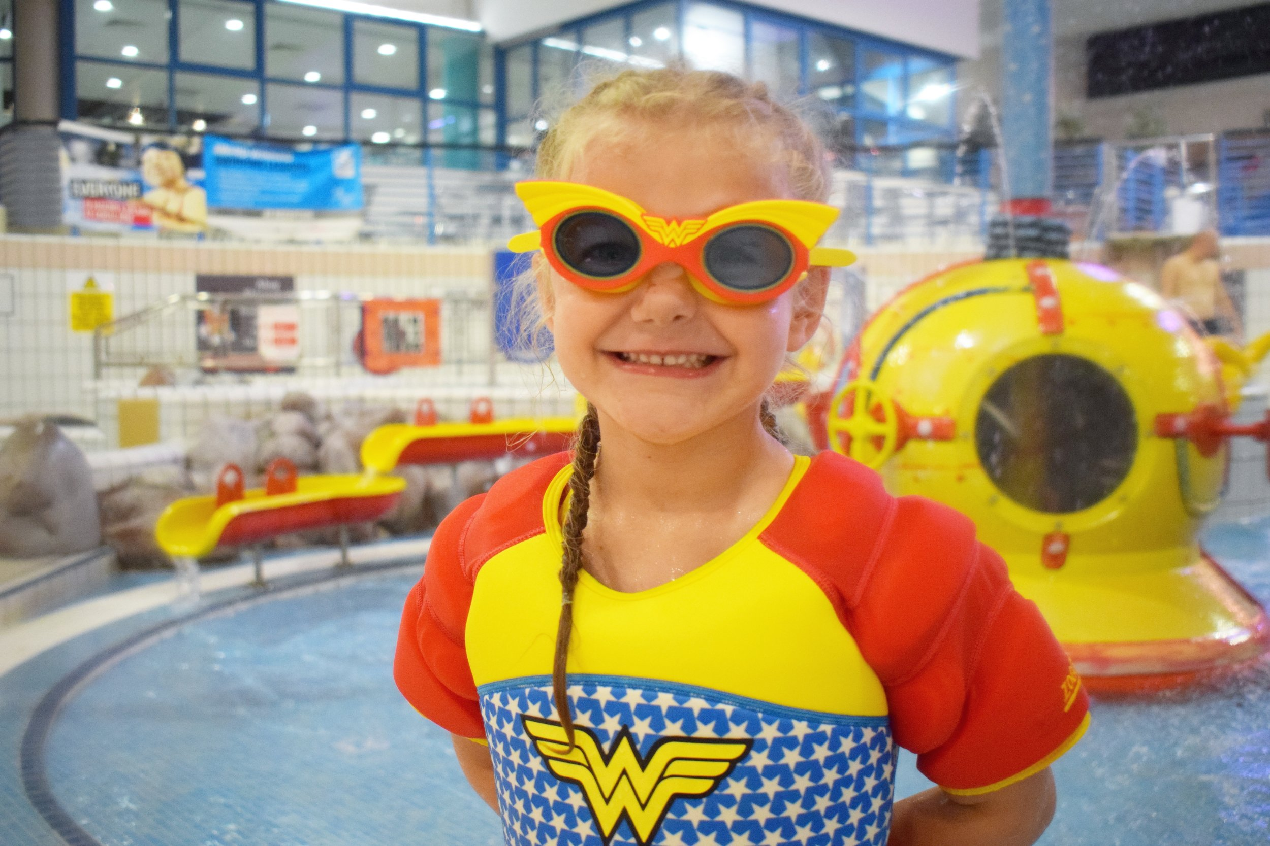 Zoggs Wonder Woman Water Wings Vest and Goggles