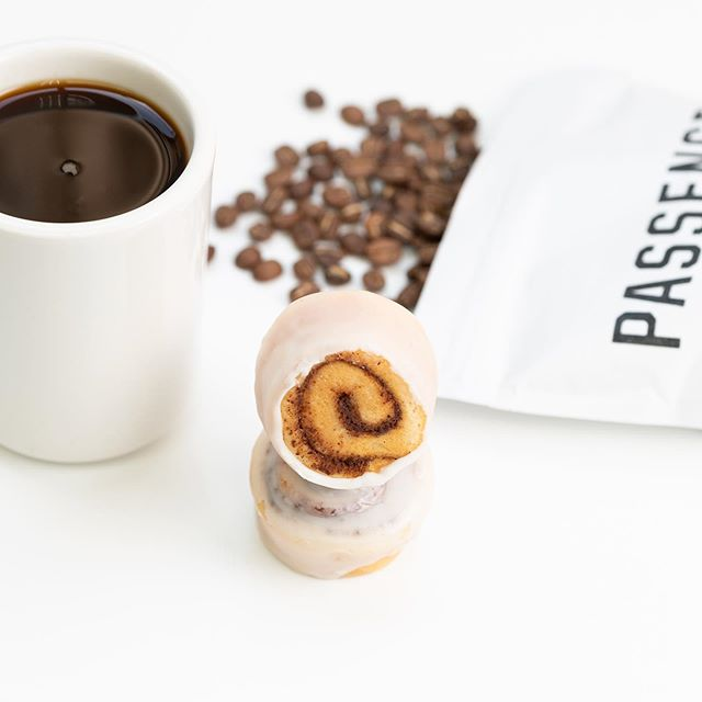 Every now and then, a good cheat meal is in order. But hold on! In moderation. Have one of our Petite Cinnamon Rolls instead of that gigantic one you've been eyeing at your local coffee shop. Pair it with some strong black coffee to achieve the perfect flavor balance. See? Naughty, but not TOO naughty. 😉⠀ ⠀ You can pick up a pack of these little guys at your local @costco